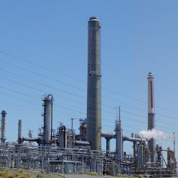 Creative Commons photo of an oil refinery