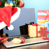 Christmas shopping image courtesy of Shutterstock