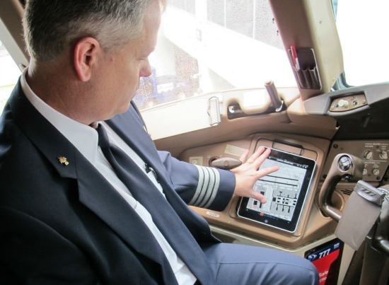Pilot and iPad, courtesy of American Airlines